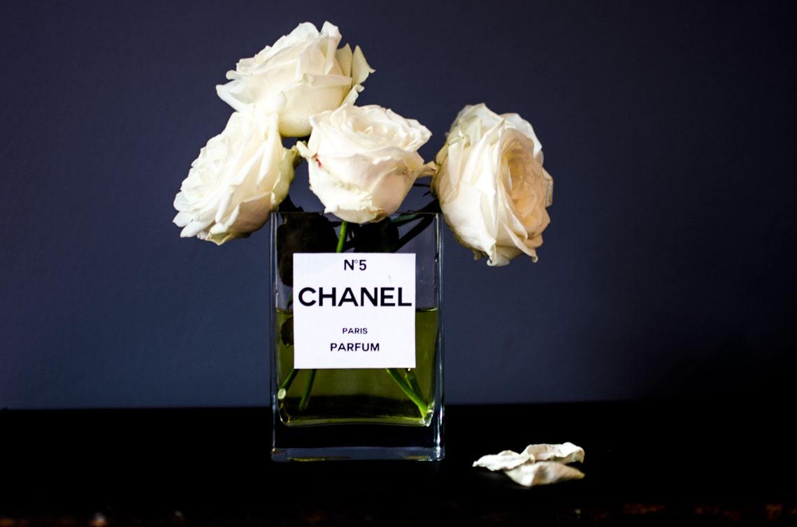 chanel-no-5-DIY-vase-rose