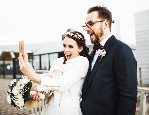 anna frost wedding selfie jakob