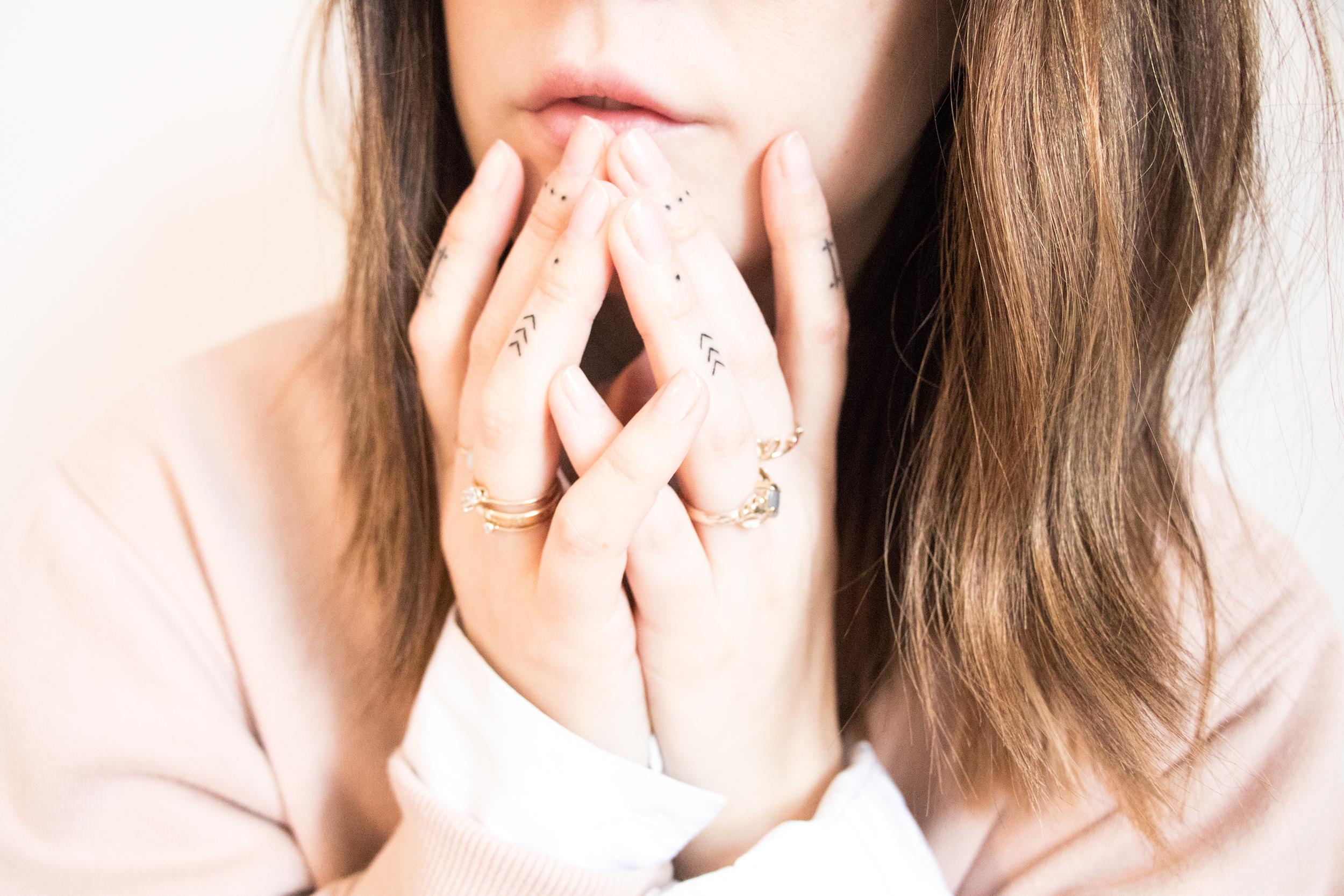 anna frost tattoo finger 1 handpoked